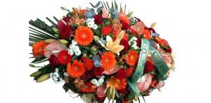 Des fleurs en hommage au défunt